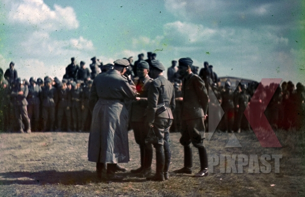 stock-photo-ukraine-airport-1941-summer-hitlers-private-pilot-hans-baur-talking-to-ss-felix-steiner-and-war-reporter-camera-kriegsberichter-7934.jpg