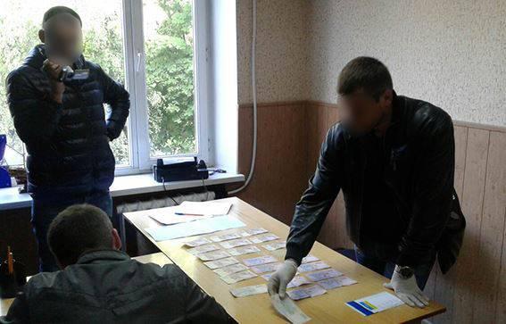 За возврат изъятого экскаватора полицейскому на Буковине предлагали $500. ФОТО