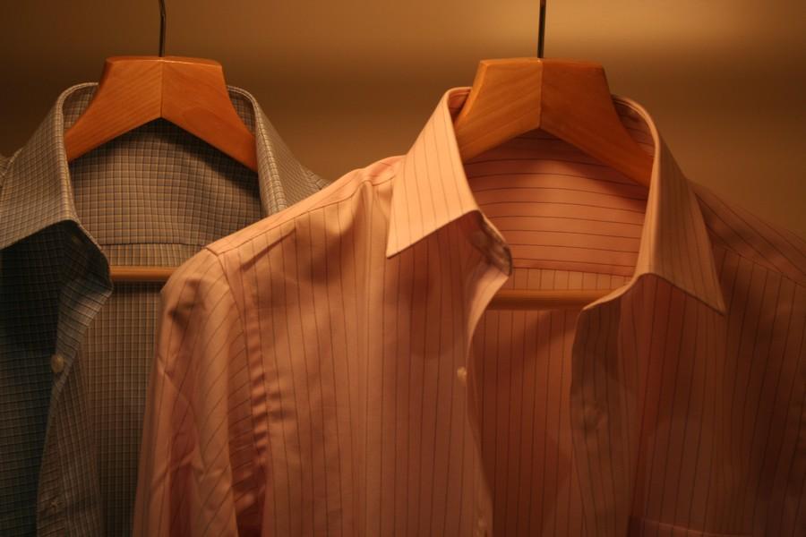 6. Накрахмалить одежду. Крахмал-спрей представляет собой аэрозоль, который облегчает процесс глажки,