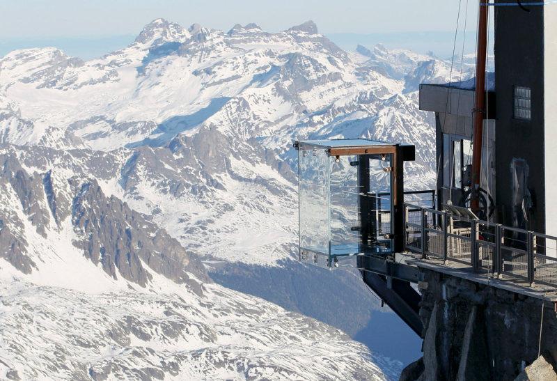 Во Франции, недалеко от границы с Италией, можно полюбоваться горами в курортном месте Шамони Мо