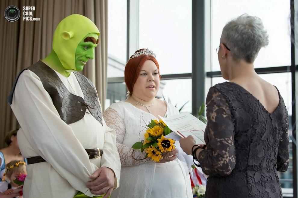 Торжественная церемония бракосочетания.(SWNS)