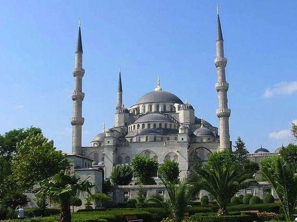 40. Голубая Мечеть — единственная мечеть, имеющая шесть минаретов. По приданию, падишах приказ