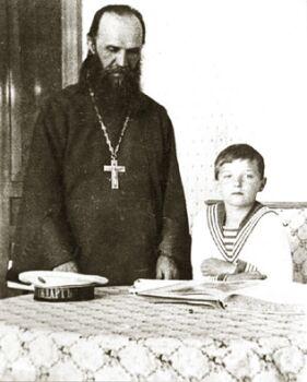 Священномученик протоиерей Александр Васильев с цесаревичем Алексием