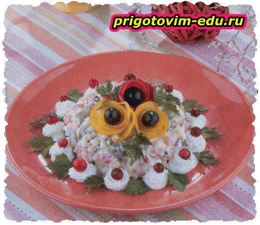 Лососевый салат с сыром фета
