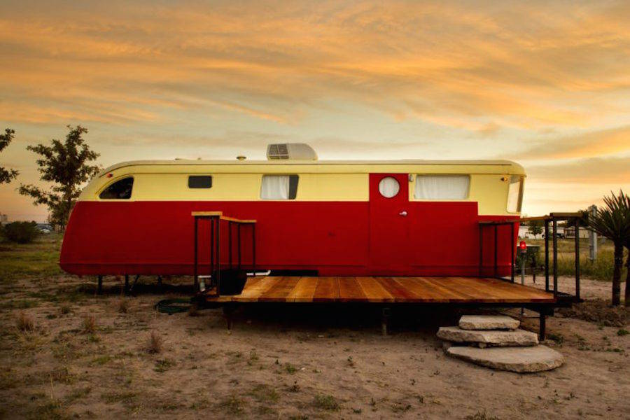Unexpected Nomadic Hotel in Texas (13 pics)