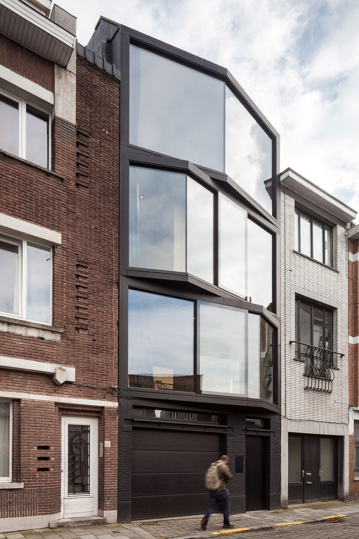 Стеклянный фасад частного дома