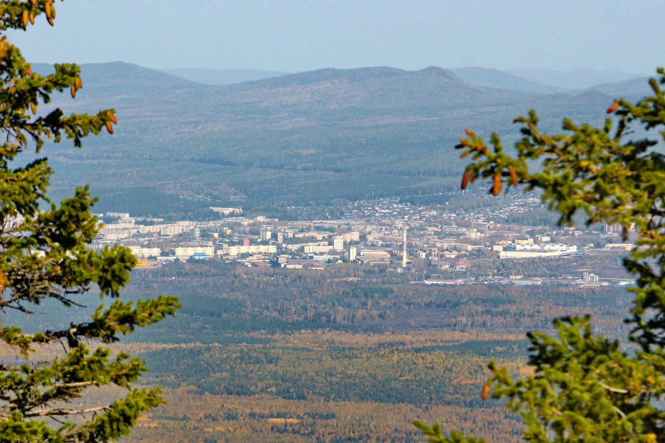 18. Вид на город Златоуст с хребта Уреньга. Canon 650D KIT 18-135. 1/800, 0,33, 800, 11.