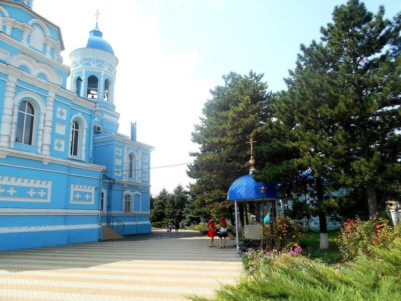 У храма в Каневской ... DSCN8929.JPG