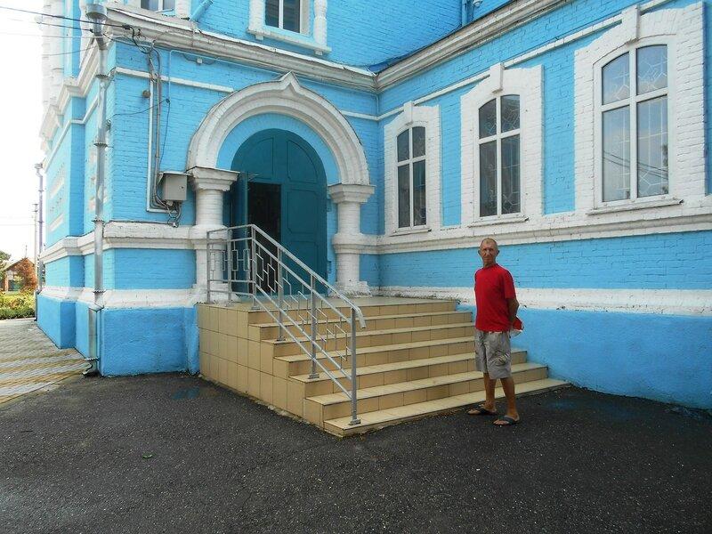 У храма в Каневской ... DSCN8932.JPG