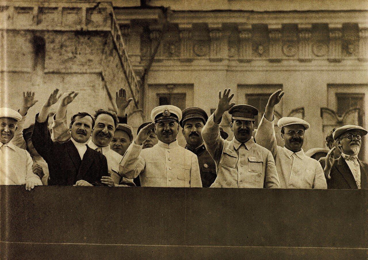 603718 Красная Площадь. Члены ЦК ВКП(б) на трибуне мавзолея 35.jpg