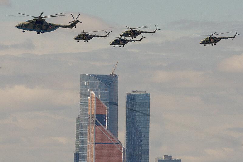 Ми-26Т2 и Ми-8АМТШ над Сити