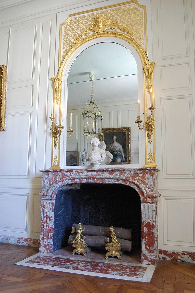 681px-Appartement_de_la_Pompadour_-_antichambre_-_DSC_0474.jpg