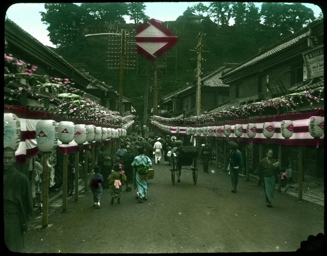 Йокогама. Район Мотомати с украшениями в честь 50-летия открытия порта. 1909