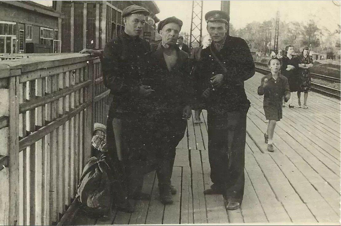 1949. На станции