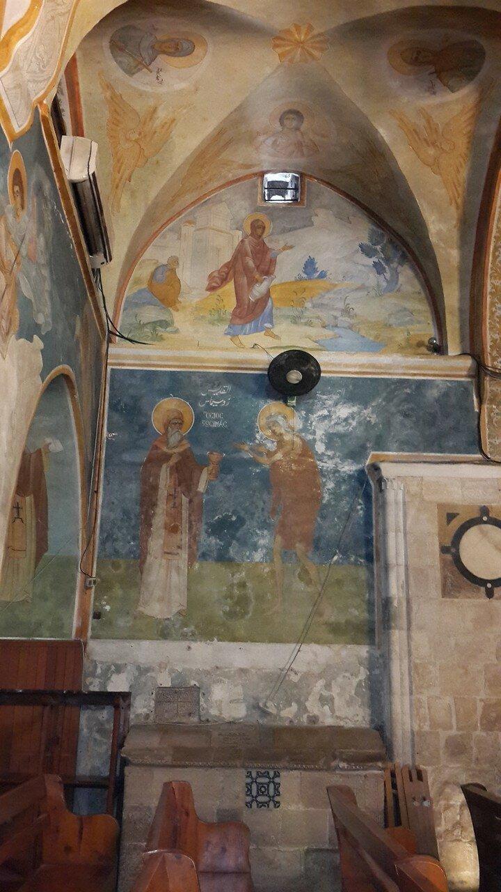 Интерьер церкви Благовещения над источником