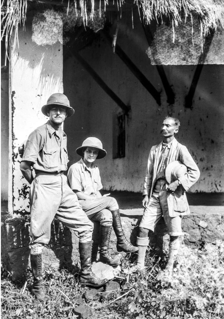 798. Гайба. Эгон Эйкштедт с Энджо и индийцем в тропической одежде