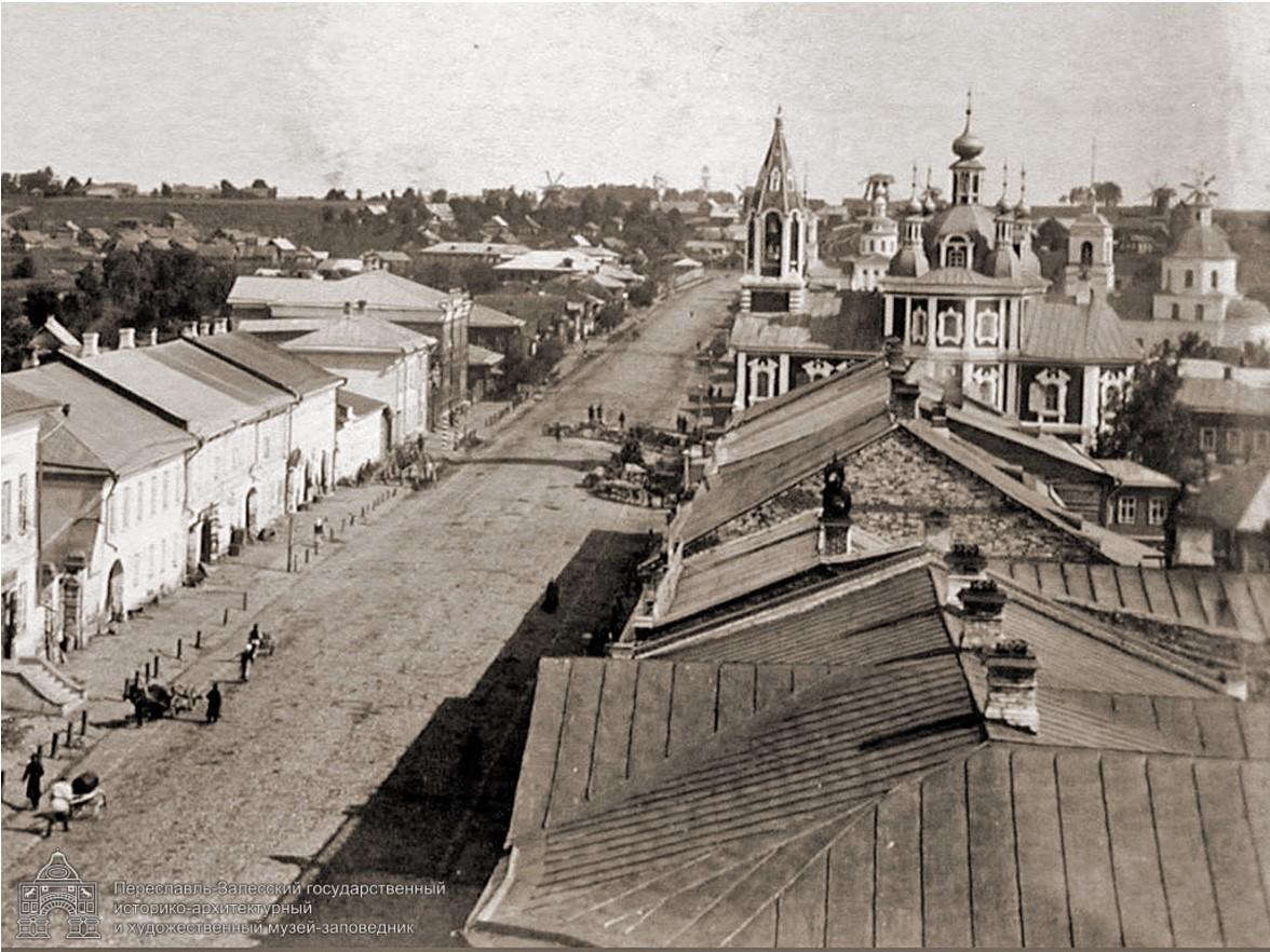 Вид Ростовской улицы с колокольни Сергевской церкви