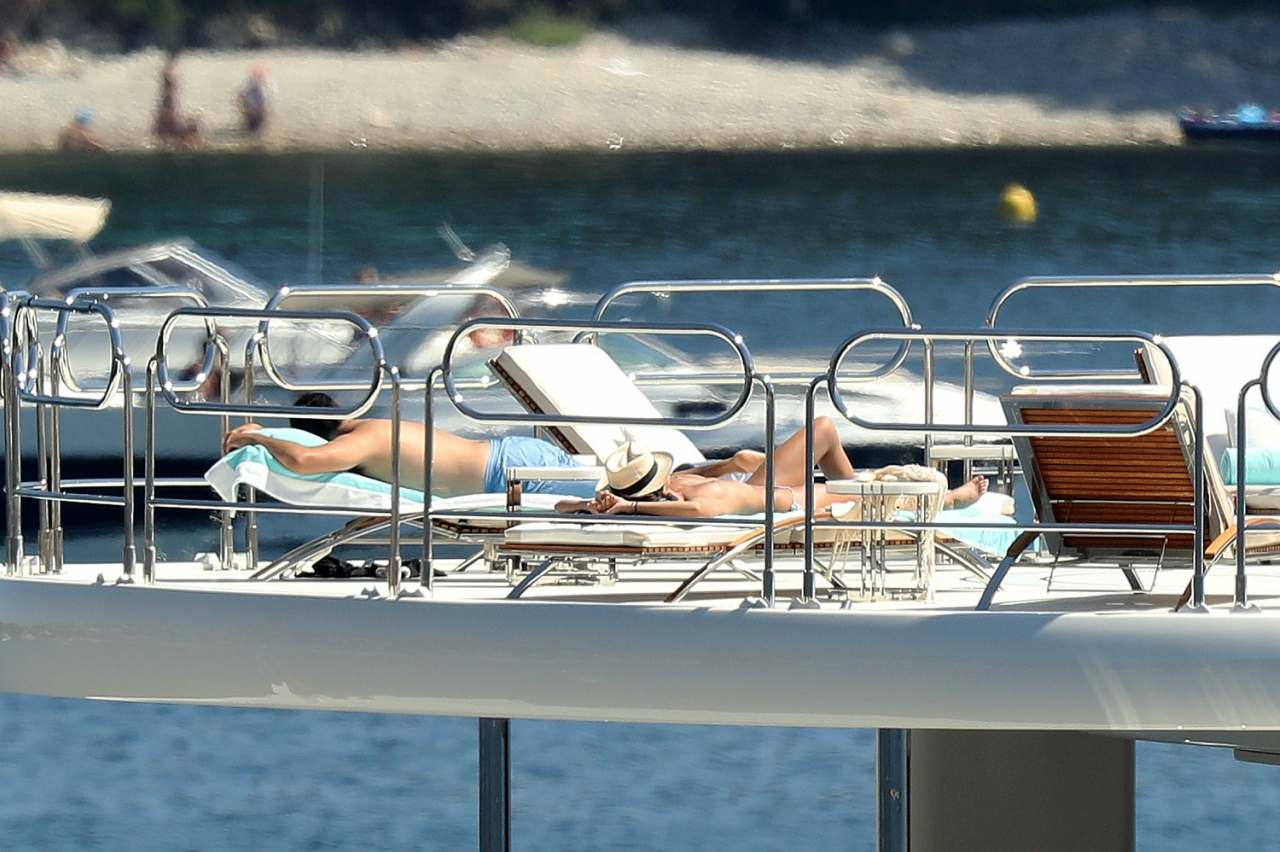 Sara Sampaio sunbathes topless in southern France