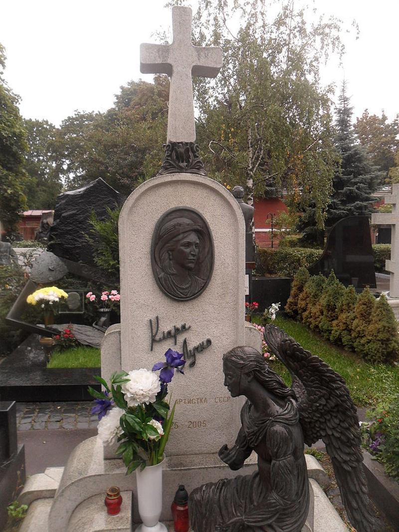 Заказать памятник на могилу цена а на кассе другая изготовление памятников курск щербинка