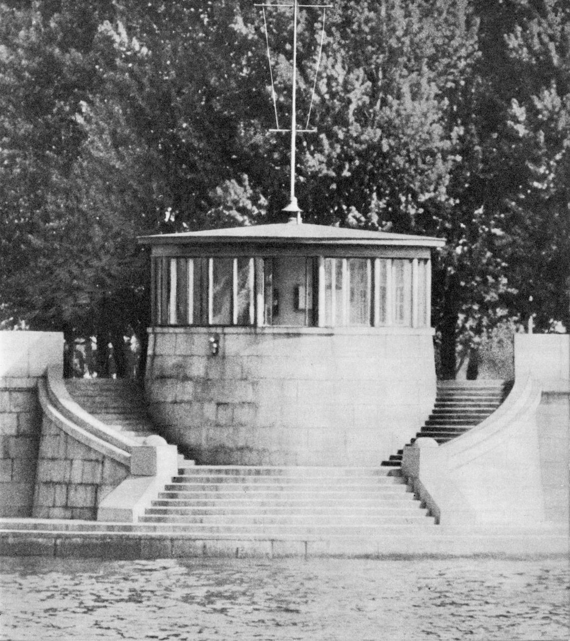 Технический павильон на набережной у Тучкова моста / Pavilion near Tuchkov Bridge