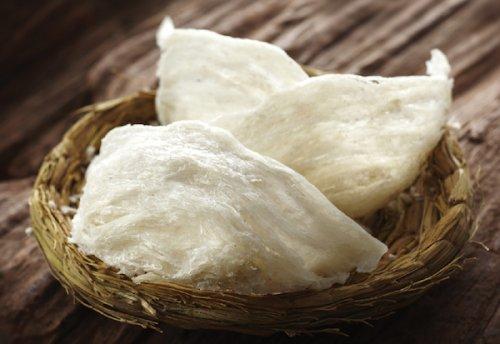 Суп из птичьего гнезда делается из гнёзд представителей некоторых отдельных видов саланган. Но они с