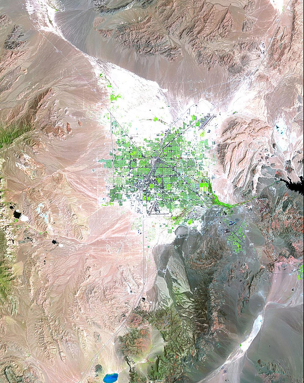 Растущий Лас-Вегас, штат Невада, ивысыхание озера Мид награнице штатов Невада иАризона. Быстрый р