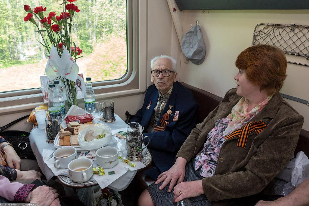 14. Конечно, с каждый годом ветеранов войны все меньше — увы, время берет свое. Этот поезд — да
