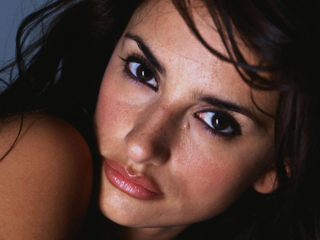 4-е место — соблазнительные губы испанской актрисы Пенелопы Крус.