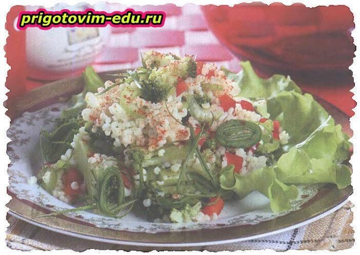 Салат из брокколи с кус-кусом и сельдереем