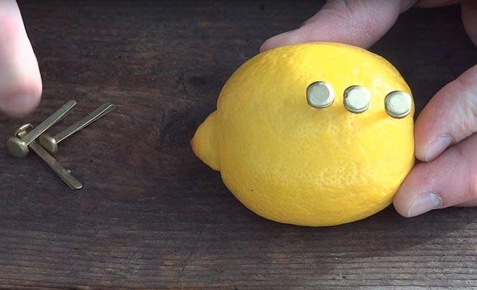 Как разжечь огонь при помощи лимона