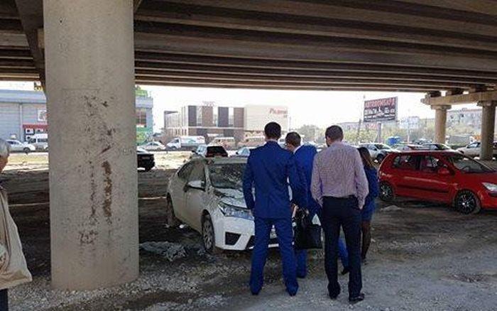 В Волгограде автомобиль прокурора случайно залили бетоном