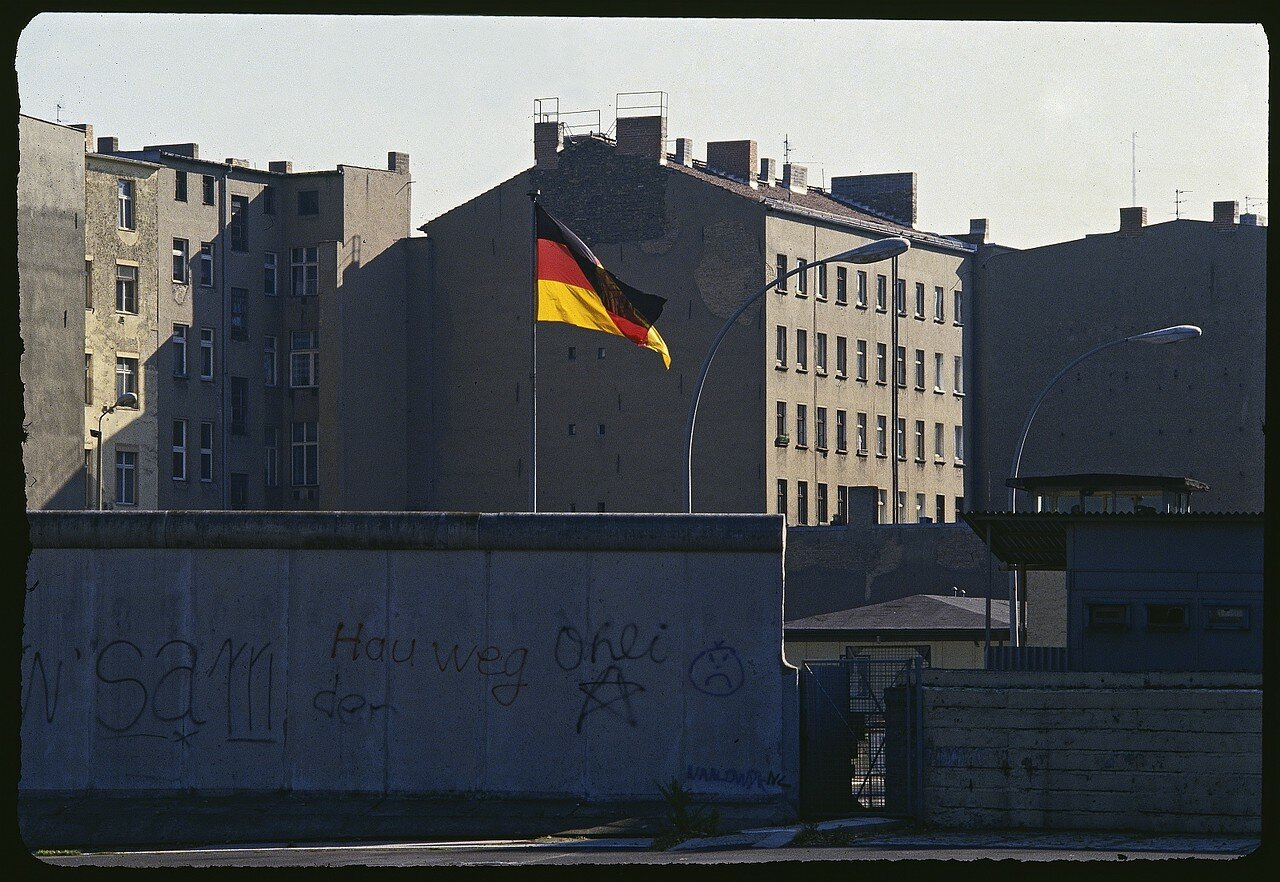 Контрольно-пропускной пункт на Шоссе-штрассе, из Западного Берлина в Восточный