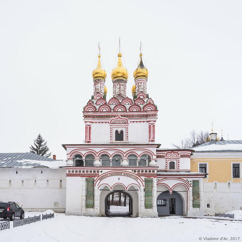 Церковь Петра и Павла над Святыми вратами. Иосифо-Волоцкий монастырь.