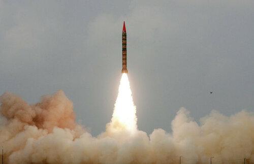 ВЯпонии сообщили , что КНДР готовится запускать баллистическую ракету