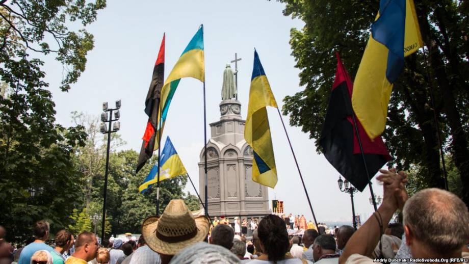 Верующие УПЦ КП проводят крестный ход в центре Киева (трансляция)