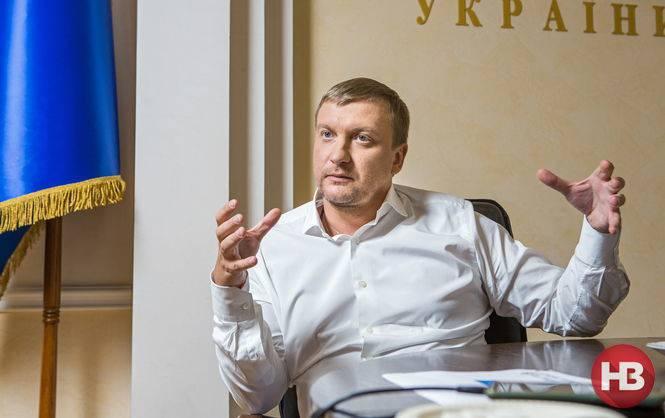 Автоматическое увольнение и лишение свободы, - Петренко рассказал, как будут наказывать чиновников за ложь в декларациях