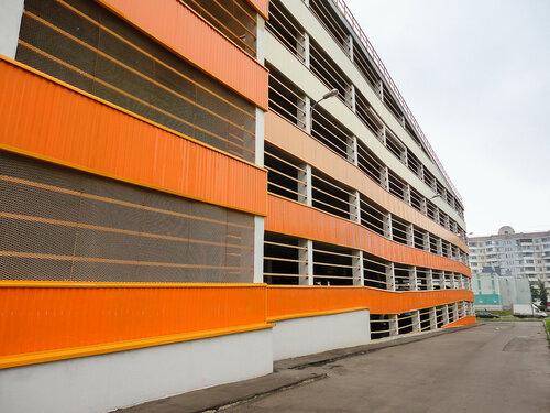 Уже построенный паркинг (ул. Адмирала Лазарева, д. 49)