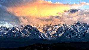 Снежные вершины Актру