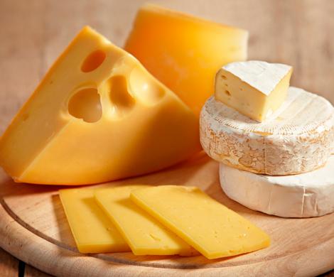 Поставки сыра в Россию упали дорекордно низкого уровня