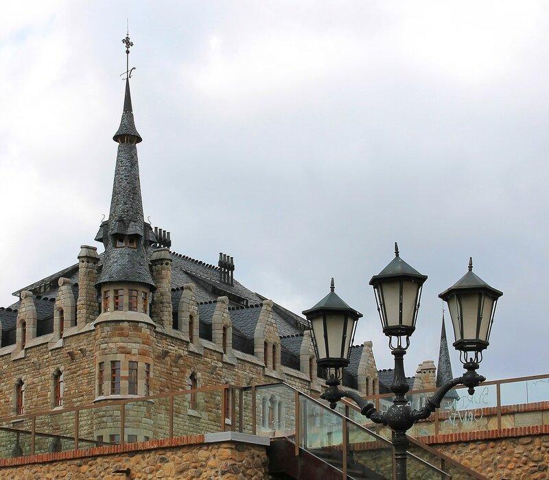 Casa Botines, Leon