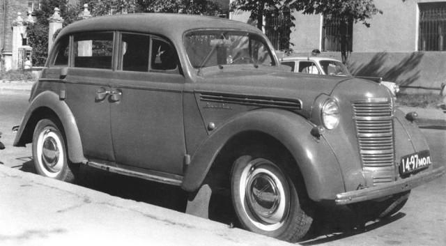 Интересно, что в качестве штабных автобусов милиции использовались автомобили на шасси ГАЗ-51 и полн