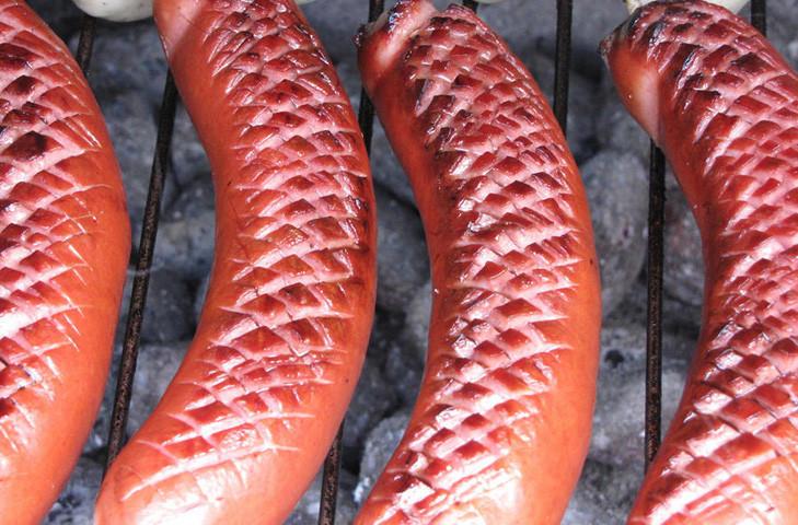 1. Риндсвурст Эти Франкфуртские колбаски готовятся методом горячего копчения из говяжьего фарша с до