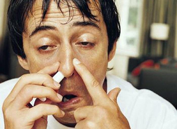 13. Если ты чувствуешь, что у тебя щекочет в горле, почеши внутри уха.