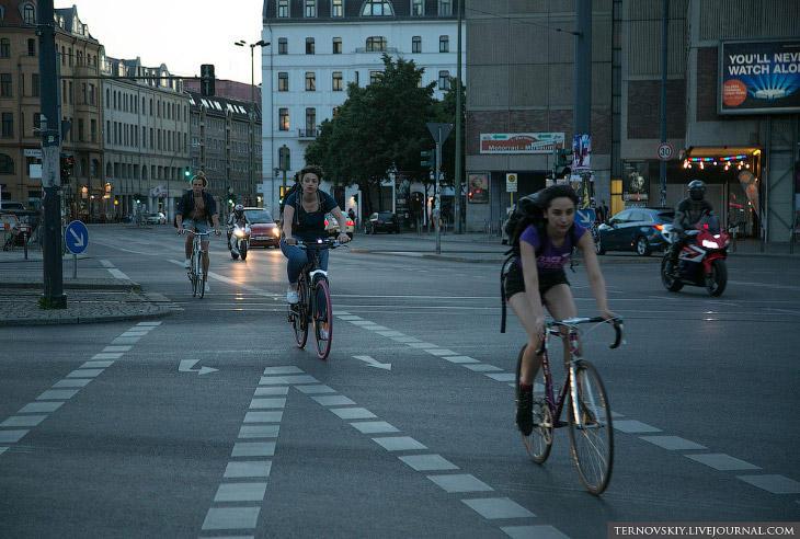1. Но есть и свои плюсы. Берлин — абсолютно велосипедный город. Велодорожки тут не бутафорские, а са