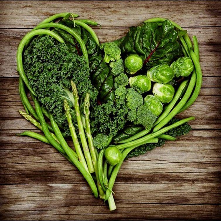1. Начните застолье с зеленых овощей Стоит позаботиться заранее, чтобы в меню присутствовали наряду