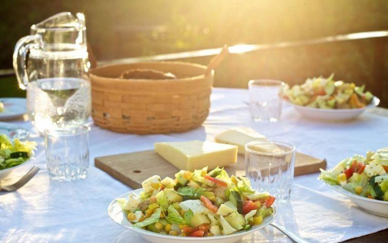 4. Не пейте во время еды Если пить во время еды жидкость, то пищеварительные ферменты, находящиеся в
