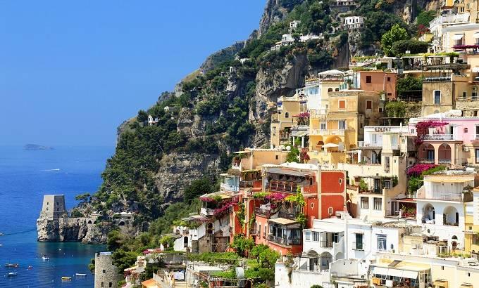 Праяно Маленький уютный городок для безмятежного курортного отдыха. С многочисленных тропинок и лесе