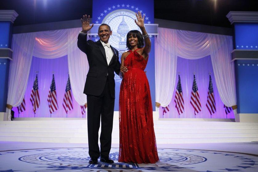 2013 год, Мишель Обаму вновь подготовил к балу Джейсон Ву. Это красное платье из шифона и бархата он