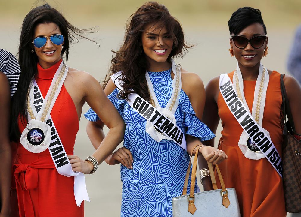 Кандидатки на титул Мисс Вселенная 2017. Слева направо Великобритания, Гватемала и Британские Виргин