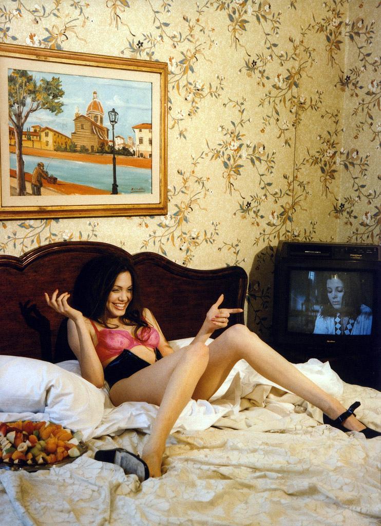 Анджелина Джоли Беттина Реймс родилась в 1953 году в Париже. Съемкой занялась профессионально в 26 л